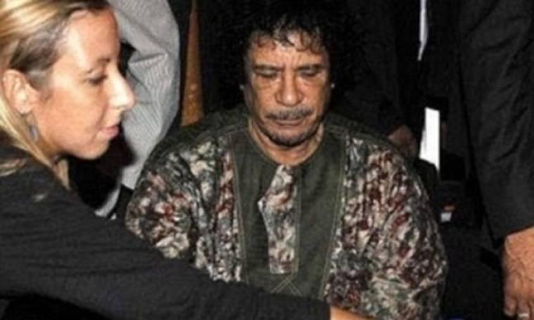 Η ξανθιά νοσοκόμα εγκαταλείπει τον Καντάφι