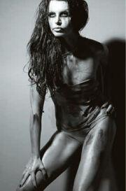 Δείτε τη σέξι φωτογράφιση της Νίνας Λοτσάρη
