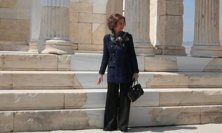 Τα λαμπερά στιγμιότυπα από την επίσκεψη της Βασίλισσας Σοφίας στην Ακρόπολη