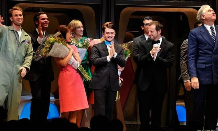 Video: Η θεατρική πρεμιέρα του Radcliffe