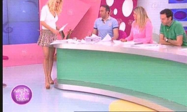 Ελένη Μενεγάκη: Ντύθηκε μαθητριούλα!