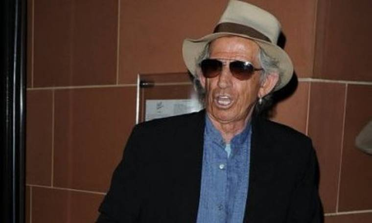 Ο Keith Richards μαζεύει χρήματα για την Ιαπωνία