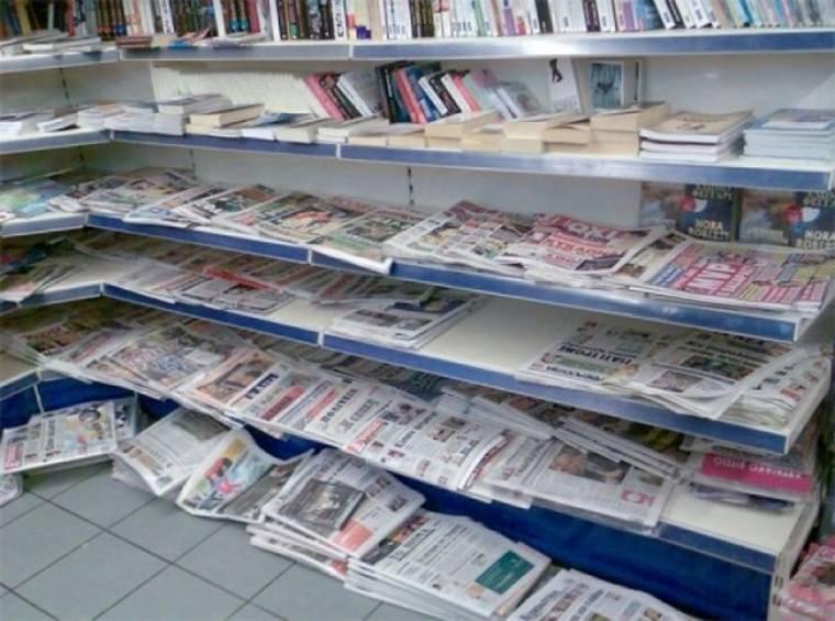 Η εκτόξευση του ελλείμματος στις εφημερίδες