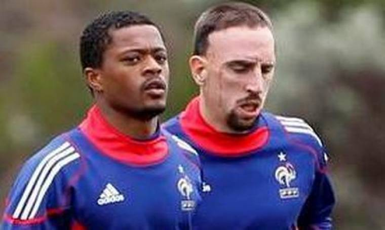 Video: Οι αποδοκιμασίες στους Ribery και Evra