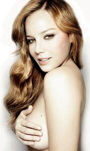 Η Abbie Cornish topless στο Esquire