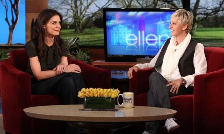 """Η Katie Holmes απολογείται στην Ellen για τις """"ανάρμοστες"""" καραμέλες της Suri"""