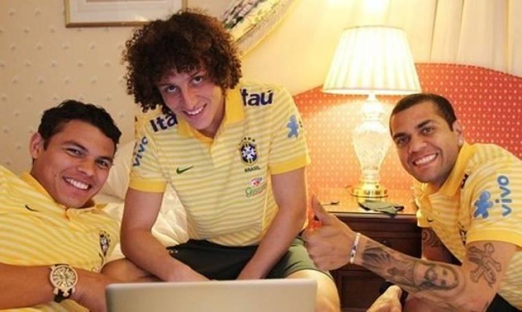 Χαλαρές στιγμές για Dani Alvez, David Luiz και Thiago Silva