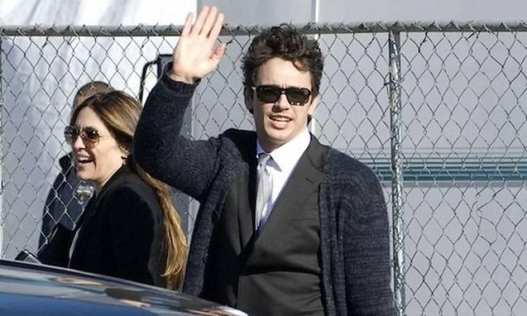 James Franco: Η Anne Hathaway με έκανε να μοιάζω μαστουρωμένος