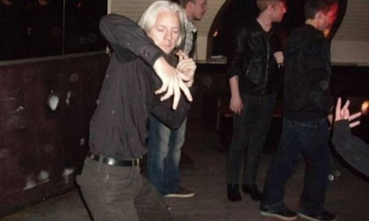 Ο « τρελός» χορός του Mr Wikileaks