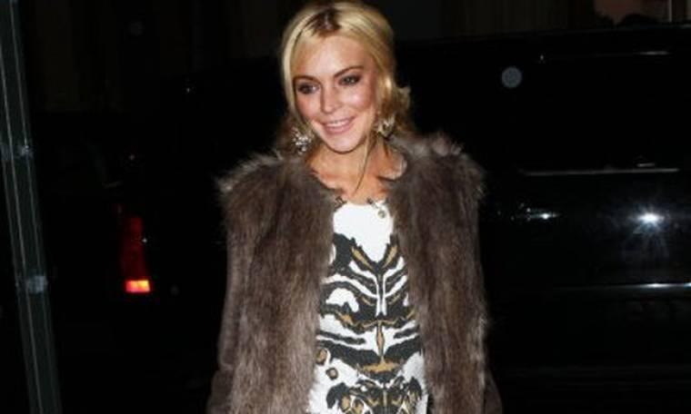 H Lindsay Lohan δεν είναι αλκοολική. Απλώς αδέξια