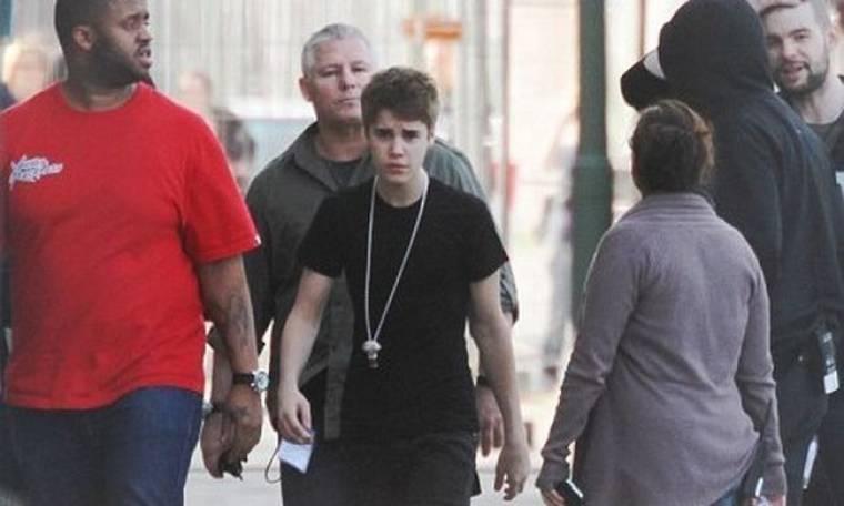 Ο Bieber βγήκε από την πίσω πόρτα