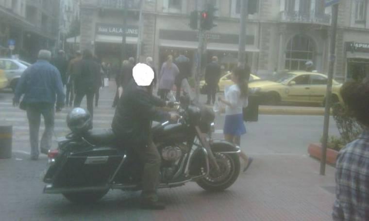 Ποιος δημοσιογράφος κυκλοφορεί με Harley στην Αθήνα;