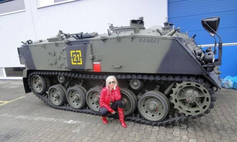 Ζέτα Θεοδωροπούλου: Στ' άρματα, στ' άρματα