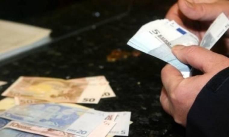 """""""Φεύγουν"""" τα λεφτά από τις τράπεζες"""