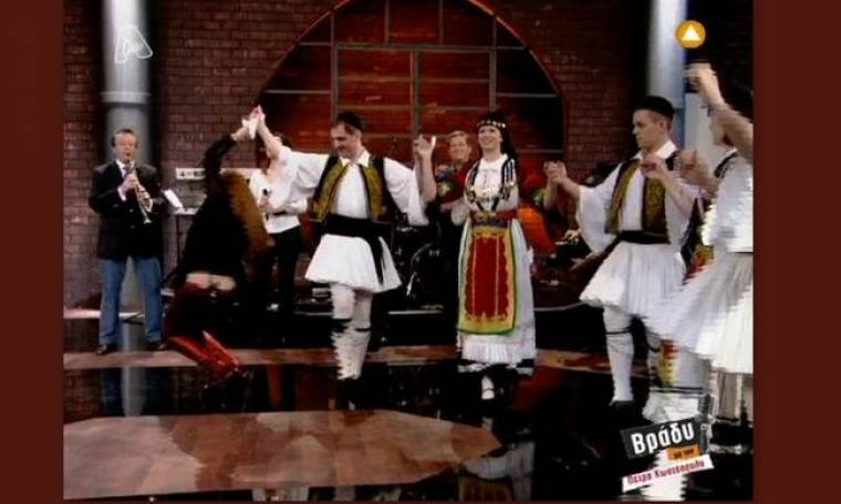 Video: Το τσάμικο της Έλενας Παπαρίζου!