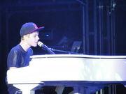 Ποιος Έλληνας παρουσιαστής πήγε στη συναυλία του Justin Bieber στο Μιλάνο;