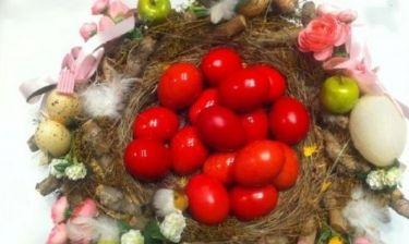 Ποια επώνυμη έβαψε τα πασχαλινά της αυγά;