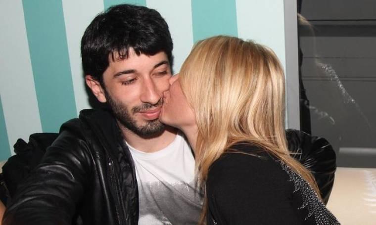 Το καυτό φιλί της Χριστίνας Παππά στον σύντροφό της