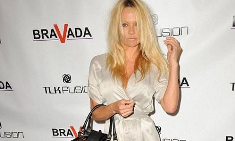 Ποιος… ξεμάλλιασε την Pamela Anderson