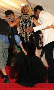 Met Gala: Οι καμπύλες της Rihanna και της Beyonce ξεχώρισαν
