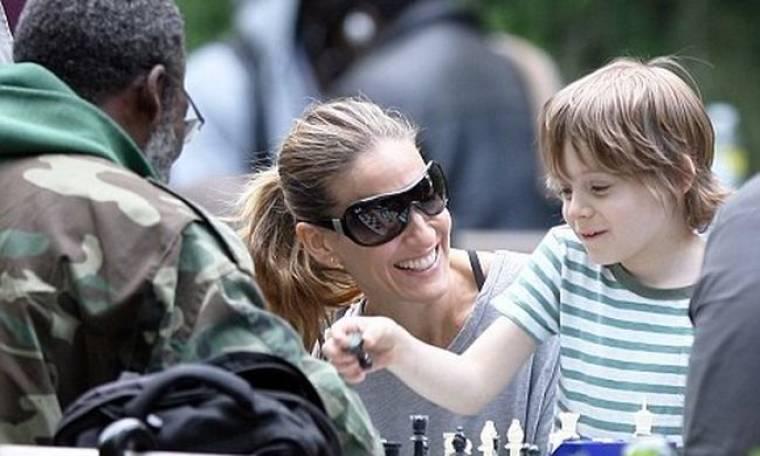 Ο γιος της Parker τρελαίνεται για το σκάκι