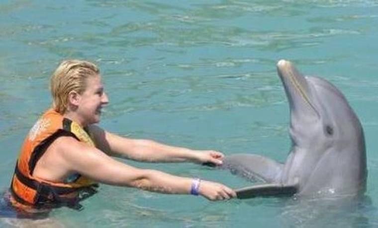 Θωμαΐς Ανδρούτσου: Στο Μεξικό αγκαλιά με δελφίνια
