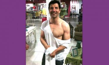Ποιoς έσκισε τα ρούχα του Σάκη;(Αποκλειστικά στο gossip-tv και στο cosmopoliti blog)