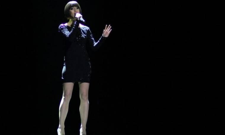Video: Eurovision: Ζωντανή διαφήμιση των Swarofski από την Αυστρία