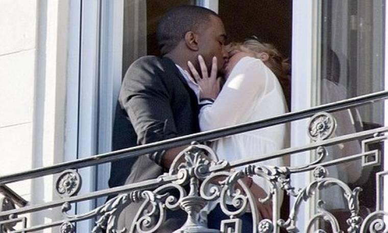 Το «καυτό» φιλί του Kanye West