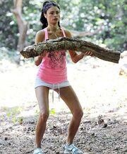 Ποια ηθοποιός γυμνάζεται στο δάσος;