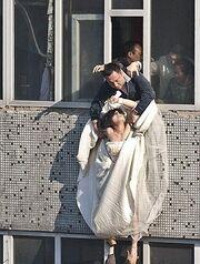 Νύφη πέφτει από τον 7ο όροφο πολυκατοικίας ύστερα από χωρισμό!
