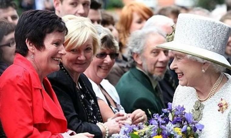 Ο Morrissey χαρακτήρισε Καντάφι τη Βασίλισσα Ελισάβετ