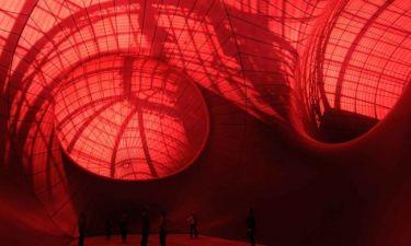 Anish Kapoor: «Leviathan»: Ο διάσημος καλλιτέχνης αιχμαλωτίζει  τη φαντασία των παριζιάνων με ένα γλυπτό γιγαντιαίων διαστάσεων