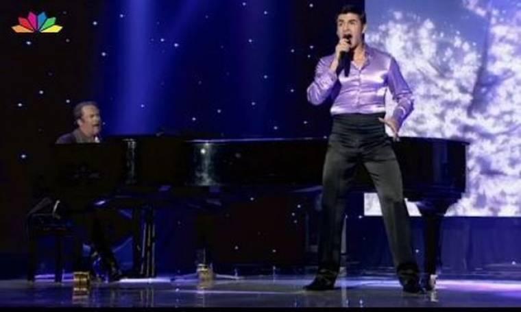 Video: Το τραγούδι του Παναγιώτη Πετράκη στις «Γυναίκες της χρονιάς»