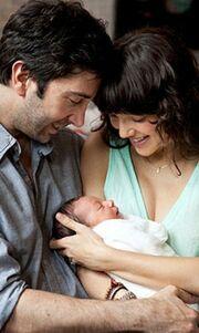 Ο David Schwimmer παρουσιάζει την κόρη του