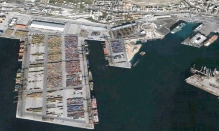 Σύγκρουση γιγάντων για τον έλεγχο των ελληνικών λιμανιών