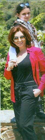 Μιμή Ντενίση: Στη Μονεμβασιά με την κόρη της
