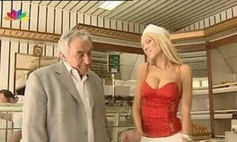 Video: Η Πετρούλα συνάντησε τον... Στρος Καν