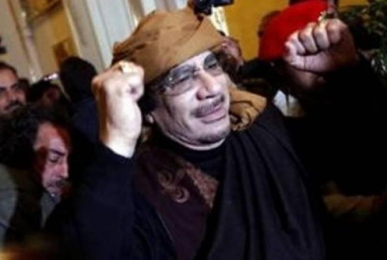 «Ο Καντάφι εξοπλίζει εγκληματίες για να καταστείλει τις εξεγέρσεις»