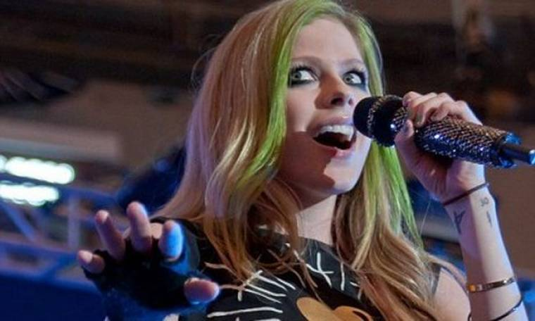 Avril Lavigne: Ζητά συγνώμη για το ξέσπασμά της