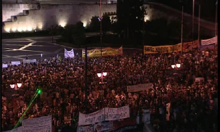 Με την παρουσία των ΜΑΤ διαδηλώνουν οι «Αγανακτισμένοι»