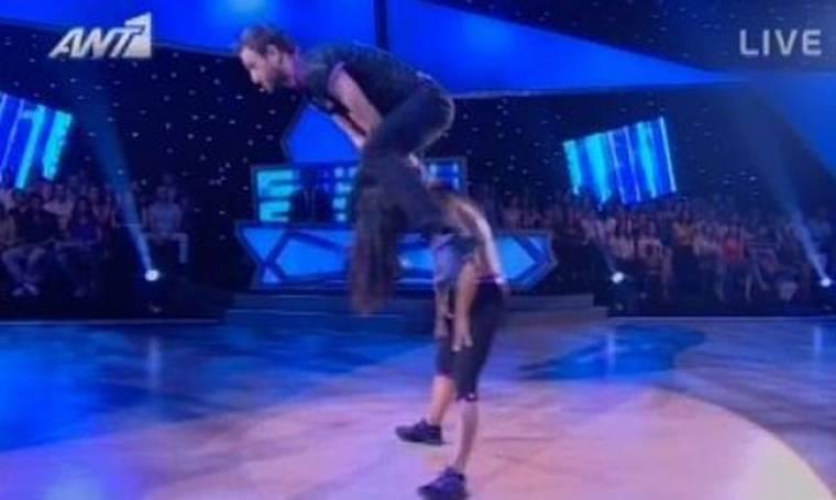 Video: Έκανε το όνειρό του πραγματικότητα στη σκηνή του Dancing ο Αγγέλου