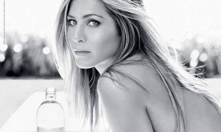 Η τόπλες διαφήμιση της Jennifer Aniston