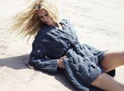 Super sexy στα 40 της η Claudia Schiffer