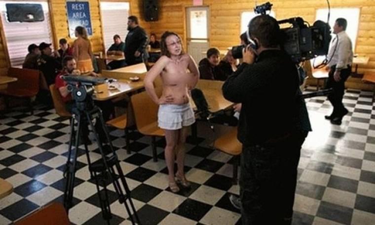 Λουκέτο στο… topless εστιατόριο