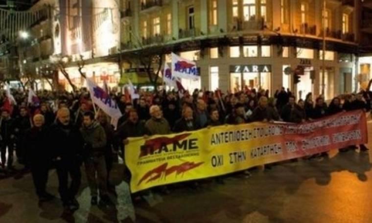 Με πανό και σημαίες το ΠΑΜΕ στη Θεσσαλονίκη