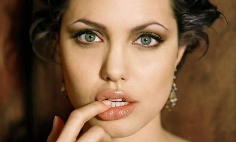 Angelina Jolie : «Στην Σαντορίνη περνούσα υπέροχα. Πληρωνόμουν για να κάνω διακοπές»