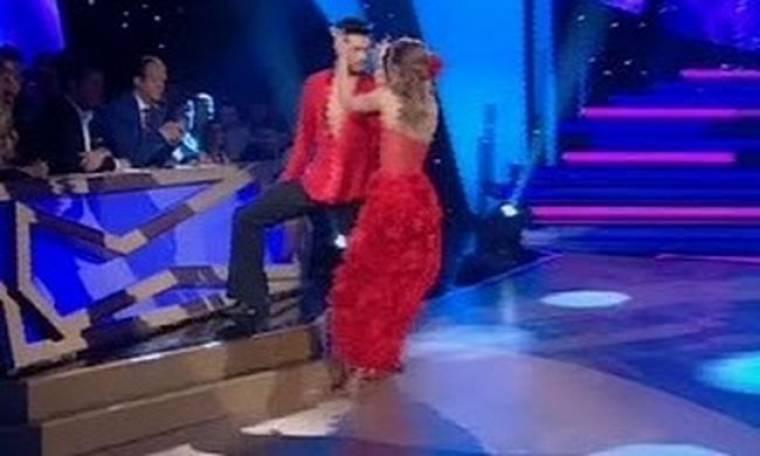 Video: Με πρόβλημα στο γόνατο χόρεψε ο Κώστας Μαρτάκης