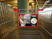 Ποια σύζυγο εφοπλιστή βρήκαμε σε καρότσι σούπερ μάρκετ;