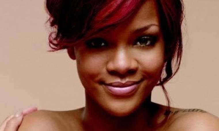 Η Rihanna γδύνεται για μία γυναίκα